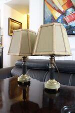 Paire de lampes en bronze double patine sur onyx style Louis XVI avec abat-jour