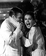 Audrey Hepburn & George Peppard UNSIGNED photo - B3289 - Breakfast at Tiffany's