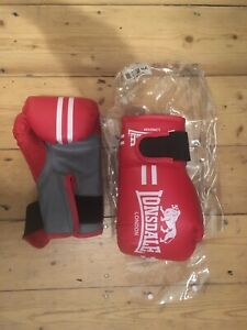 Lonsdale Kids boxing gloves in red, size Junior