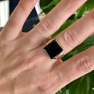 9ct Yellow Gold Onyx Signet Ring - Size: R 1/2