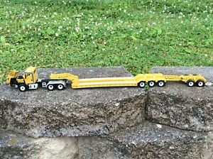 1:50 Scale Caterpillar CT660 Tractor w/Lowboy Trailer  85503c