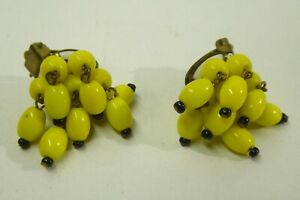 VINTAGE 1950s CLIP ON EARRINGS YELLOW BEADED