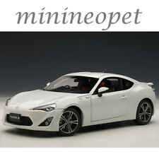 AUTOart 78773 TOYOTA GT 86 EUROPEAN VERSION LHD 1/18 DIECAST MODEL PEARL WHITE