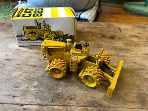 Vintage NZG Verdichter - CAT 825 Compacter - Caterpillar Diecast Model W. German