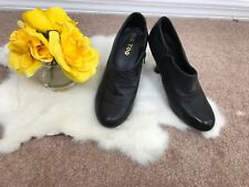 Me Too Woman Shoes Sz 7.5M Heels Casual Zip Up Leather Black