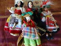 lot tres anciennes  petites     poupées italienne s  folklorique s comme neuves
