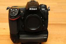 Nikon D D300 12.3MP Digitalkamera + MB-D10, sehr schöner +  gepflegter Zustand !