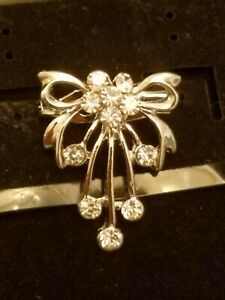 US SELLER DAINTY PRETTY WHITE SAPPHIRE SIMULATED SILVER PLATED BOW BROOCH PIN