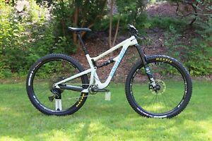 "2018 Santa Cruz Hightower CC - Carbon Mountain Bike 29"" -  SRAM Eagle, FOX 36"