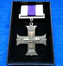 More details for the military cross erii full size medal & ribbon reproduction presentation box