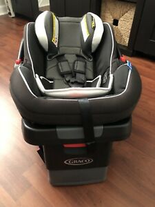 Graco SnugRide SnugLock 35 LX Infant Car Seat, Base and Mirror. (USED)