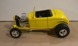 1:18 Scale ERTL American Muscle '32 Ford Yellow Street Rod