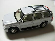 WELLY 1:24 SCALE 2002 CADILLAC ESCALADE DIECAST TRUCK MODEL W/O BOX NEW!