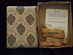 NIB Vintage Pink Green Wood Stool Bench PICTURES WITHIN DESCRIPTION