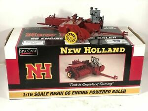 New Holland 1:16 Scale 66 Engine Powered Hay Baler SpecCast Rare Display