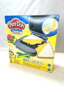 Play-Doh Kitchen Creations Cheesy Sandwich Play Food Set For Kids 3 Years NEW