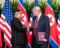 DONALD TRUMP & KIM JONG-UN @ SINGAPORE SUMMIT JUNE 2018 - 8X10 PHOTO (BB-601)