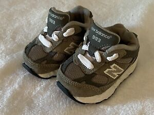 EUC New Balance Infant Baby Sz 2 Wide Gray White KJ993GRI Tennis Shoes Sneakers