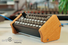 Korg sq-1 Bois Véritable Puzzle Wooden Side Panel Desktop Stand Eurorack Gear Lo