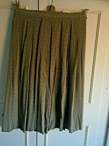 BNWT VINTAGE St Michael - A line pleated ditsy floral green skirt - Size 16