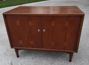 VTG Mid Century Modern Record Cabinet Credenza Lane Furniture Walnut