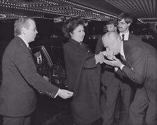IMELDA MARCOS PHILIPPINES' FIRST LADY ENTERS THE WALDORF - 8X10 PHOTO (AA-242)