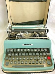 Vintage 1964 OLIVETTI Underwood LETTERA 32 Typewriter With Case Made in Italy