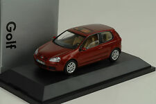 2003 VW Volkswagen Golf V 5 3-door red rot metallic 1:43 Schuco Dealer