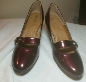 Eurosoft by Sofft Red Metallic Patent Leather Pumps Women's Size 9.5M Buckle