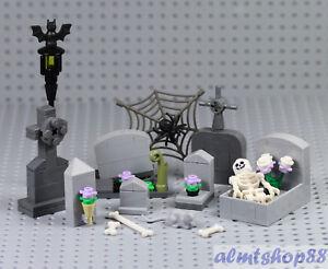 LEGO - Haunted Graveyard Tomb Gravestone - Halloween Spider Skeleton Minifigure