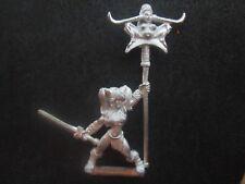 Female Warrior w/Standard (metal) I-Kore Celtos