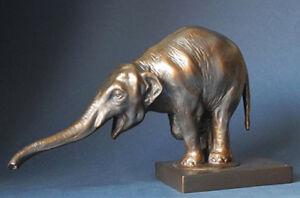 Bugatti Figurine Begging Elephant - 20404
