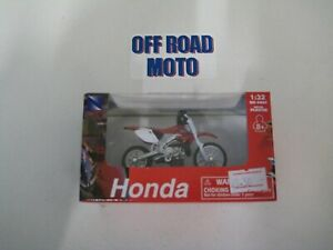 HONDA CR250R. 1:32 SCALE MOTORCYLE MODEL / TOY. DIRT BIKE. NEW RAY TOYS.