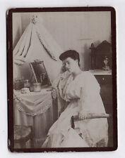Photo CDV Femme Salon Coiffeuse Table Vers 1900 Miroir Maquillage 1900 Beauté