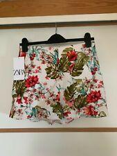 Zara Women's White Floral Printed Ruffled Bermuda Shorts Medium