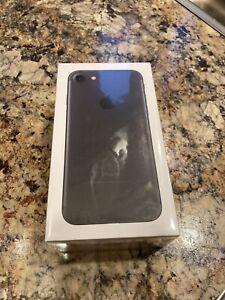 iPhone 7 32gb straight talk verizon NIB Black  Unopened.