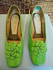 Vintage 1960s Flower Power Neon Green Heeled Shoes - Size 7.5
