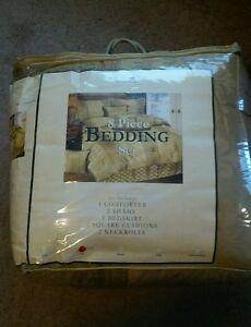 Maison Condelle Marimac 8 Piece Bedding Set