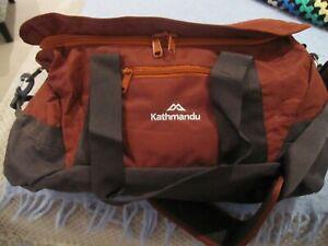 "Kathmandhu 30 litre ""Target Cargo"" burgundy carry bag"