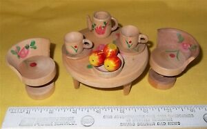 VTG MINI DOLLHOUSE HAND PAINTED WOODEN DINING/PATIO TABLE CHAIRS TEA SET JAPAN