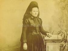 CABINET CARD PHOTO: Young WOMAN in DEEP MOURNING ATTIRE w VEIL & LG CHIN RIBBON