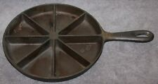 """VINTAGE CAST IRON CORN BREAD SKILLET 9"""" MADE IN USA"""