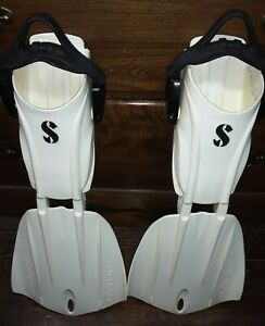 SCUBAPRO - SEAWING NOVA FINS - SIZE Small - Adjustable Heel