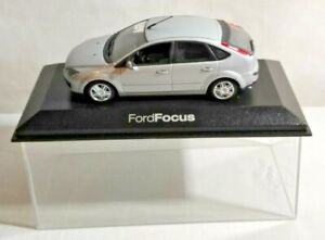 PAUL'S MODEL ART MINICHAMPS 1:43 SCALE FORD FOCUS 4-DOOR - SILVER - CASED