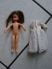 Poupée Barbie -- 60 il années poupée-tutti -- (les cheveux foncés) made in Hong Kong