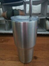 Yeti tumbler 30 oz with lid and insulated metal straw
