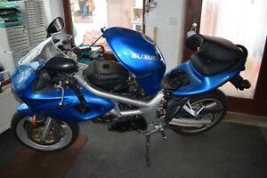 Suzuki SV 650 AV Bj.2000 komplett Motor 18Tkm Getriebe aus unfallfreier Maschine