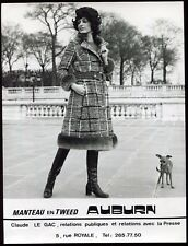 "photo vintage. mode. Maison de couture Sylvain Dayan. manteau ""Auburn"" Dog.chien"