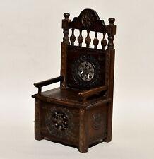 Meuble miniature Breton - chaise en bois sculpté