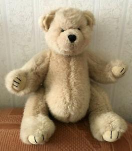 kuscheliger Teddybär zum Liebhaben